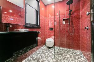 A bathroom at Insomnia on Elizabeth