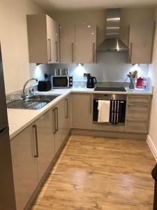 A kitchen or kitchenette at Welwyn Business Park Apartments