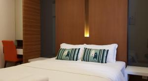 A bed or beds in a room at Peony Square Residences