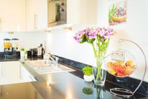 Virtuve vai virtuves aprīkojums naktsmītnē Dockside Walk Suite - Canary Wharf
