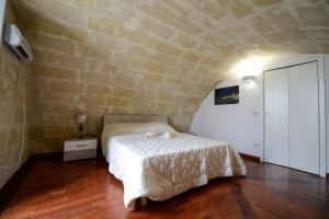 A bed or beds in a room at Casa Vacanze Il Belvedere Sui Sassi