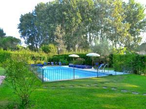 Piscina di Massa Villa Sleeps 12 Pool Air Con o nelle vicinanze