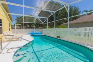 The swimming pool at or close to Tropical Paradise Villa