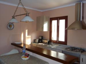 A kitchen or kitchenette at Apartamentos Osa Menor