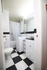 Un baño de Cama king y cama 2 plazas Lastarria