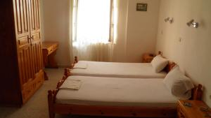 A bed or beds in a room at Machi's Guest House