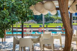 A restaurant or other place to eat at Captain Karas Holidays Apartments