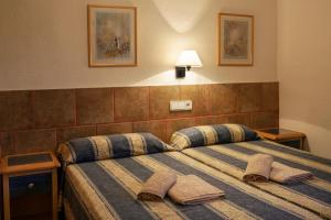 A bed or beds in a room at Apartamentos Portu Saler