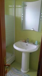 A bathroom at Apartmani Zeneral 2