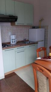 A kitchen or kitchenette at Apartmani Zeneral 2