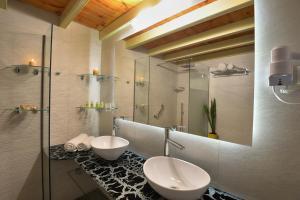 Een badkamer bij Fundana Villas