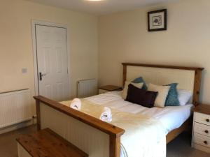 A bed or beds in a room at Swords Airport Self Catering