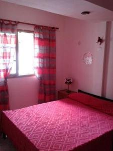 Una cama o camas en una habitación de El Ciclón