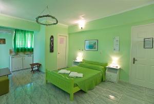 Un pat sau paturi într-o cameră la Villa Magemenou