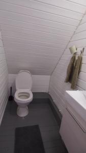 A bathroom at Rörvik Stugor