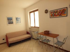A seating area at Appartamento Il Sole