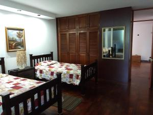A bed or beds in a room at Casa + Apartamento Vista Real zona 15