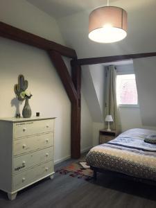 Ein Bett oder Betten in einem Zimmer der Unterkunft L'Ours