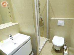 A bathroom at Cannes Croisette ALC 16 Commandant Vidal