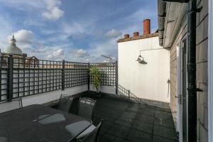 En balkon eller terrasse på 2 Bedroom Apartment in the Heart of Angel