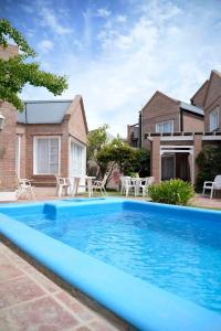 The swimming pool at or near Los Tulipanes Apart de Mar