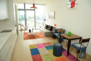 A seating area at Ataköy Marina Park Hotel Residence