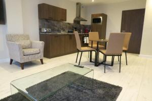 A kitchen or kitchenette at Quay Apartments Clarence House