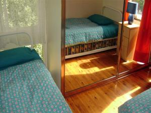 A bed or beds in a room at Accommodation Sydney North - Forestville 4 bedroom 2 bathroom house