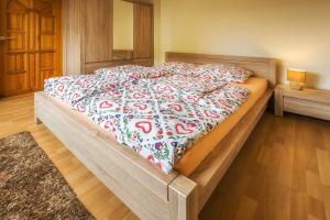 Łóżko lub łóżka w pokoju w obiekcie Bastówka Apartamenty