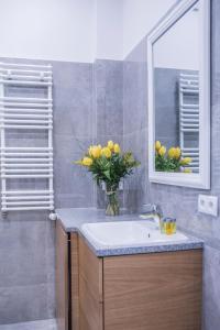 A bathroom at APARTEL Plac Unii Lubelskiej