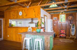 A kitchen or kitchenette at Peppercorn Cabin