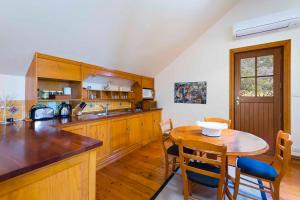 A kitchen or kitchenette at The Mews Studio