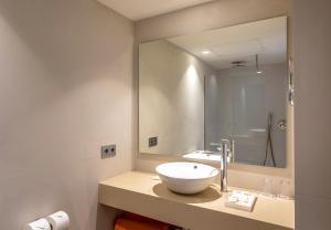 A bathroom at Viva Eden Lago - All Inclusive