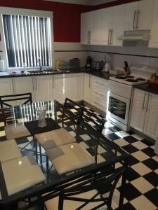 A kitchen or kitchenette at Aberdare Lodge