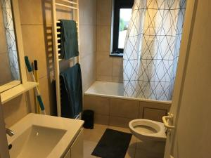 A bathroom at Appartement Courcelles