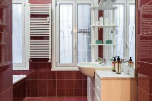 A bathroom at Moscova Flexyrent Apartment