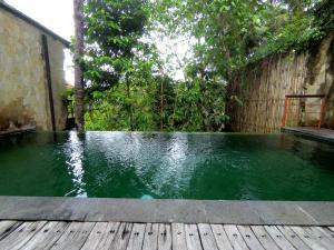 Het zwembad bij of vlak bij Motama Villa