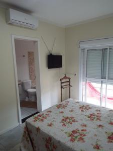A bed or beds in a room at Casa 3 dormitórios sendo uma suíte com ar
