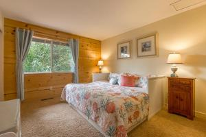 A bed or beds in a room at The Hilton House- Redwoods Tranquility