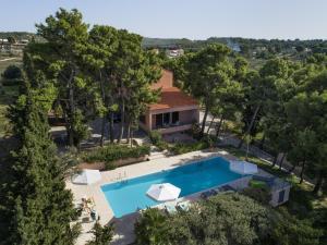Θέα της πισίνας από το Villa Loutraki Sunset ή από εκεί κοντά