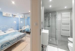 A bathroom at Apartament Przy Lesie
