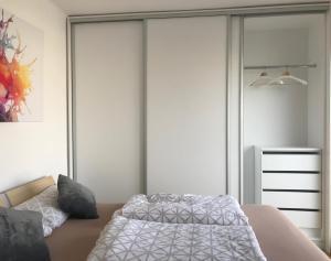 Ein Bett oder Betten in einem Zimmer der Unterkunft Terrassen Apartment beim Naschmarkt