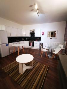 A kitchen or kitchenette at Capital Host Euston