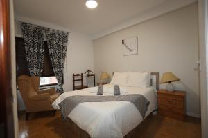 A bed or beds in a room at Barrio de Chamberí