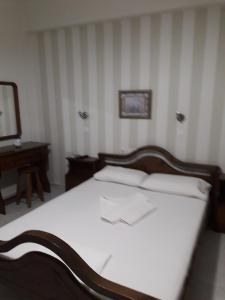 A bed or beds in a room at Studios Nektaria