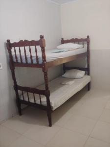 Litera o literas de una habitación en Casa Quadra da Praia Armação