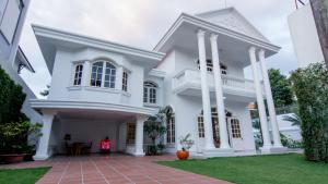 GEM Deluxe Villa 7BR with Pool, Dist 2