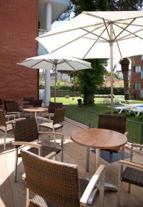 Un restaurante o sitio para comer en SG Costa Barcelona Apartments