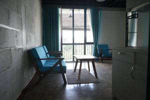 A seating area at Tnot Chhrum Cafe