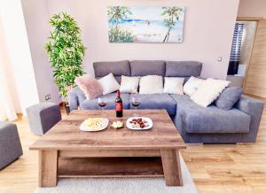 A seating area at Malaga Plaza de Torros Apartment by Rafleys